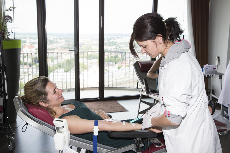 Beim Blutspenden die Aussicht genießen und ein einzigartiges Gefühl mit nach Hause nehmen! (Foto: BSD/Stefan Heigl)