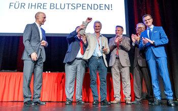 Blutspenderehrung auf der Bühne - Ehrung Würzburg 2018